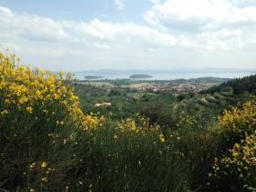 Uitzicht Trasimeno-meer met de twee eilanden