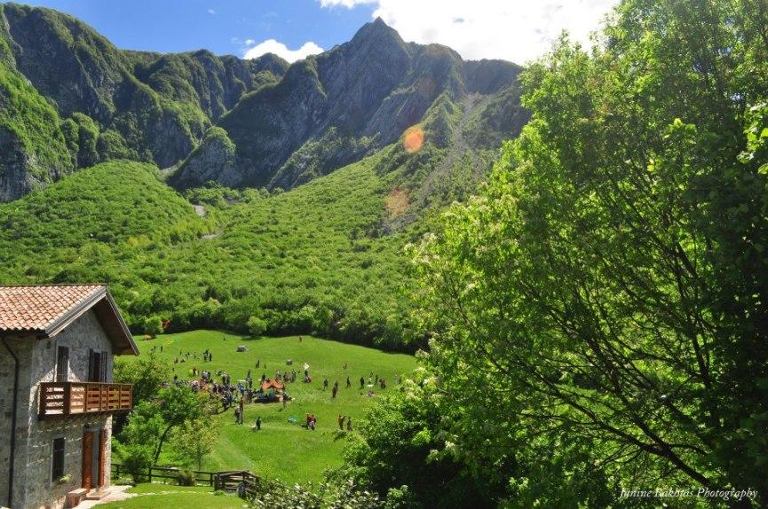 Vliegerfeest in de bergen boven Gemona