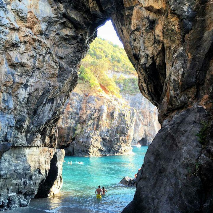 De kustlijn van Tropea